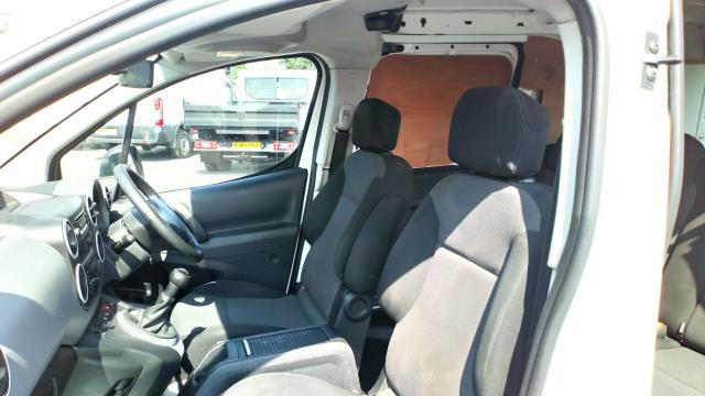 2018 Peugeot Partner 715 S 1.6 Bluehdi 100 Crew Van (NV18ECW) Image 16