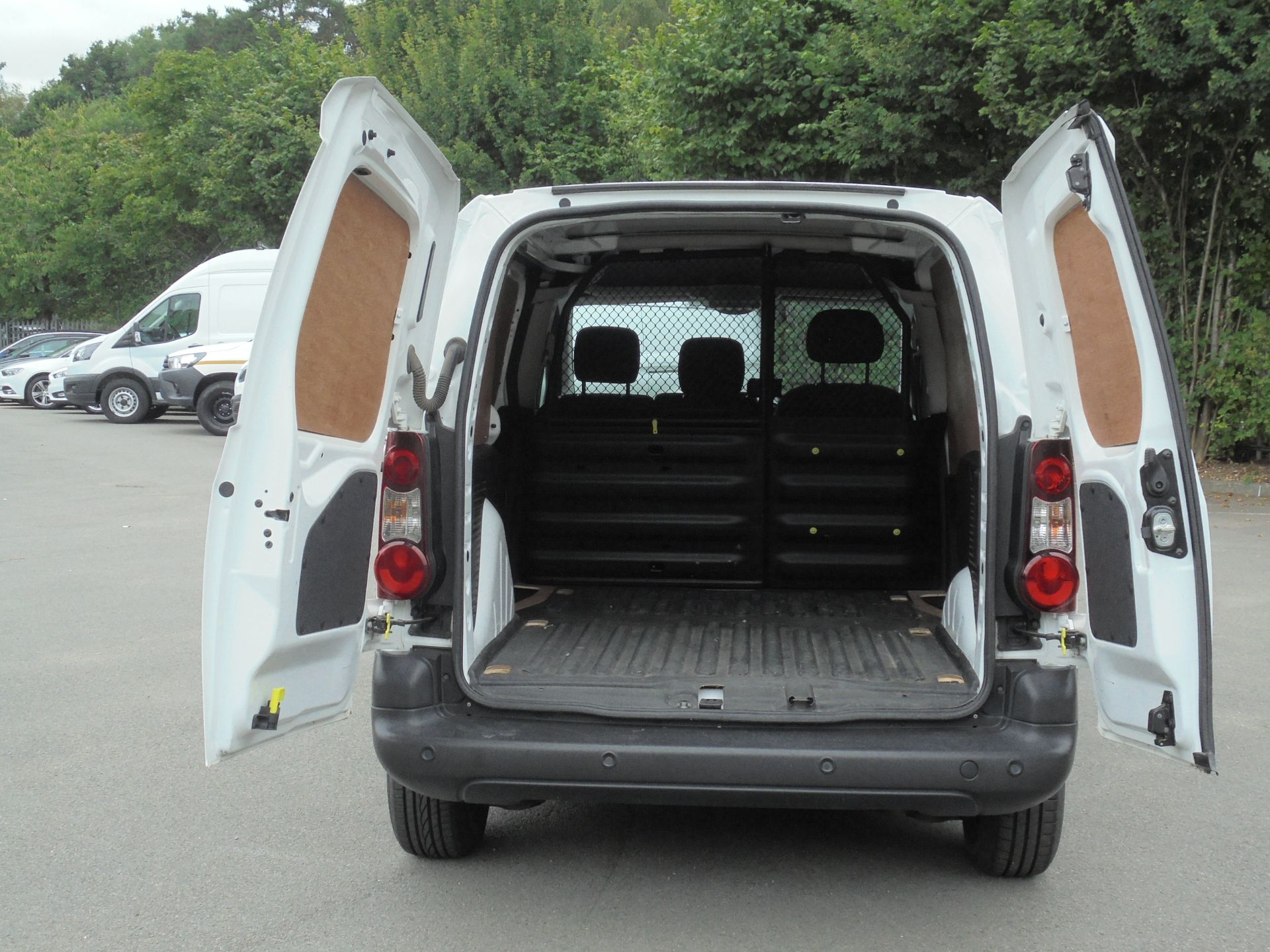 2018 Peugeot Partner 850 1.6 Bluehdi 100 Professional Van [Non Ss] (NV18EDK) Image 9