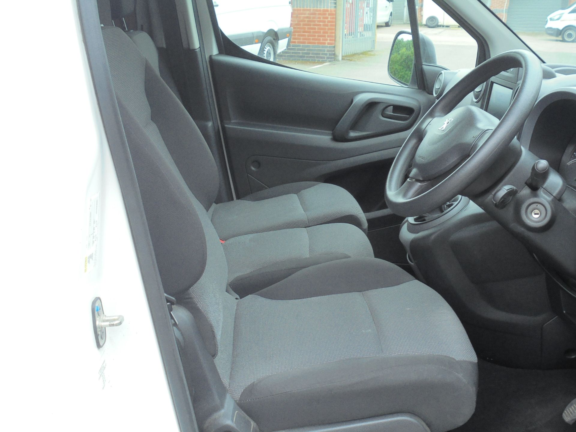 2018 Peugeot Partner 850 1.6 Bluehdi 100 Professional Van [Non Ss] (NV18EDK) Image 11