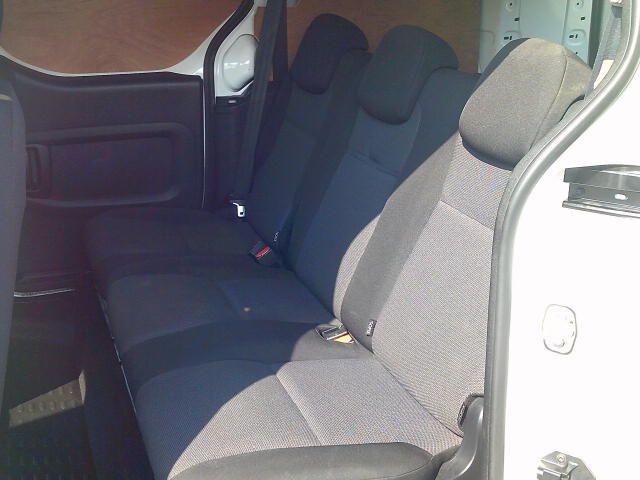 2018 Peugeot Partner 715 S 1.6 Bluehdi 100PS L2 Crew Van (NV18EFW) Image 19