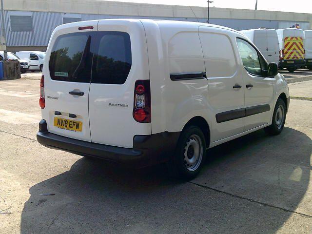 2018 Peugeot Partner 715 S 1.6 Bluehdi 100PS L2 Crew Van (NV18EFW) Image 9