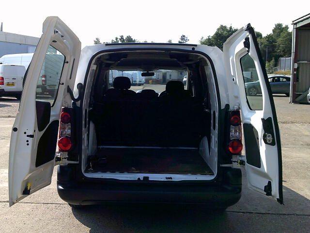 2018 Peugeot Partner 715 S 1.6 Bluehdi 100PS L2 Crew Van (NV18EFW) Image 17