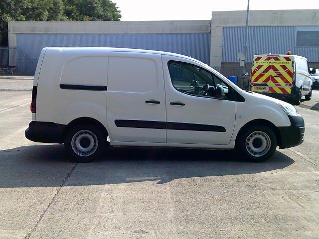 2018 Peugeot Partner 715 S 1.6 Bluehdi 100PS L2 Crew Van (NV18EFW) Image 8