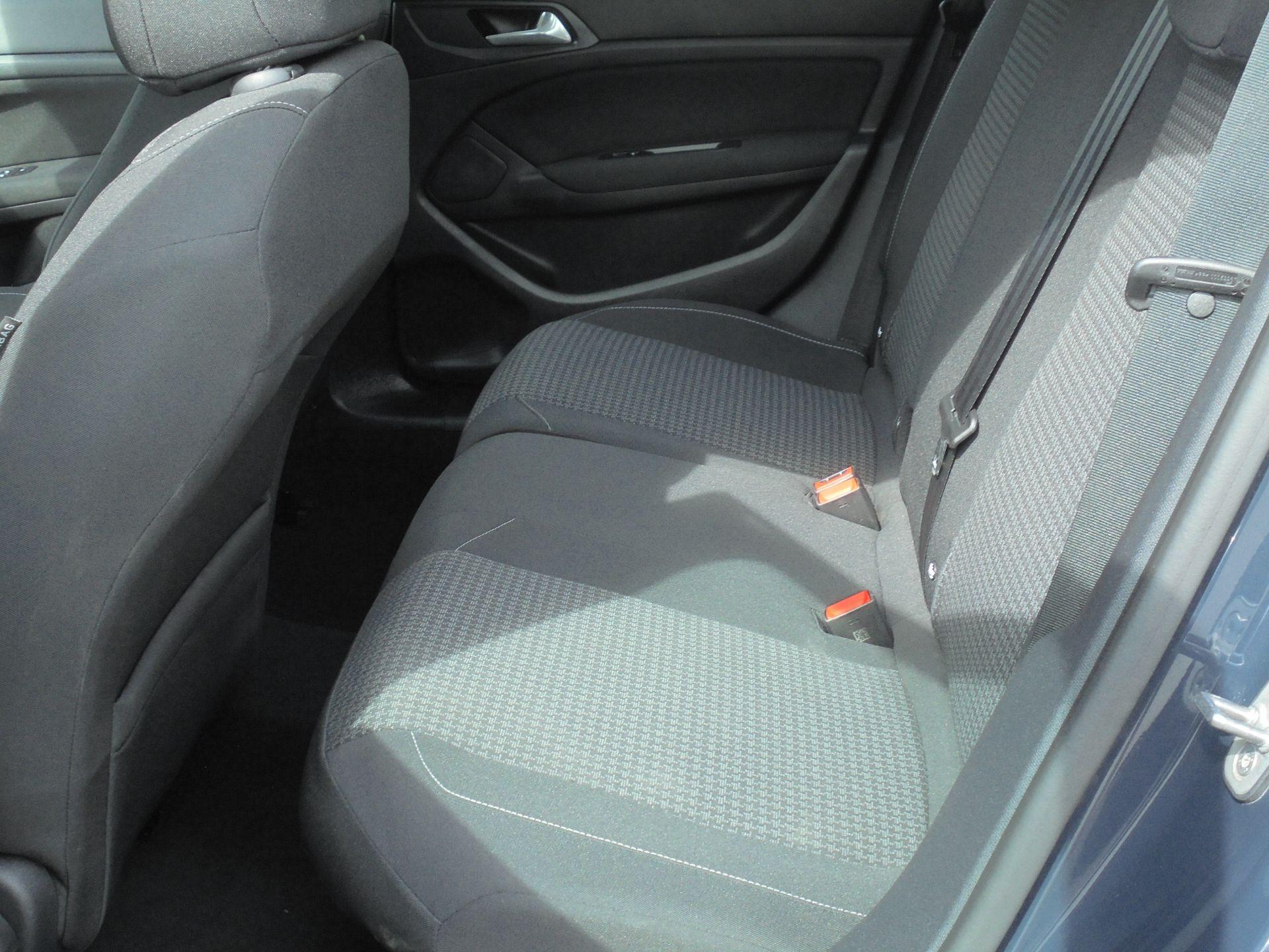 2018 Peugeot 308 1.5 Bluehdi 130 Active 5Dr (NV18FKY) Image 6