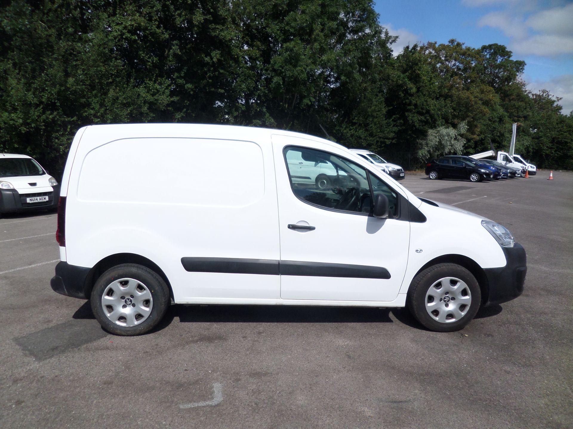 2018 Peugeot Partner 850 1.6 Bluehdi 100 Professional Van [Non Ss] Euro 6 (NV18FLK) Image 2