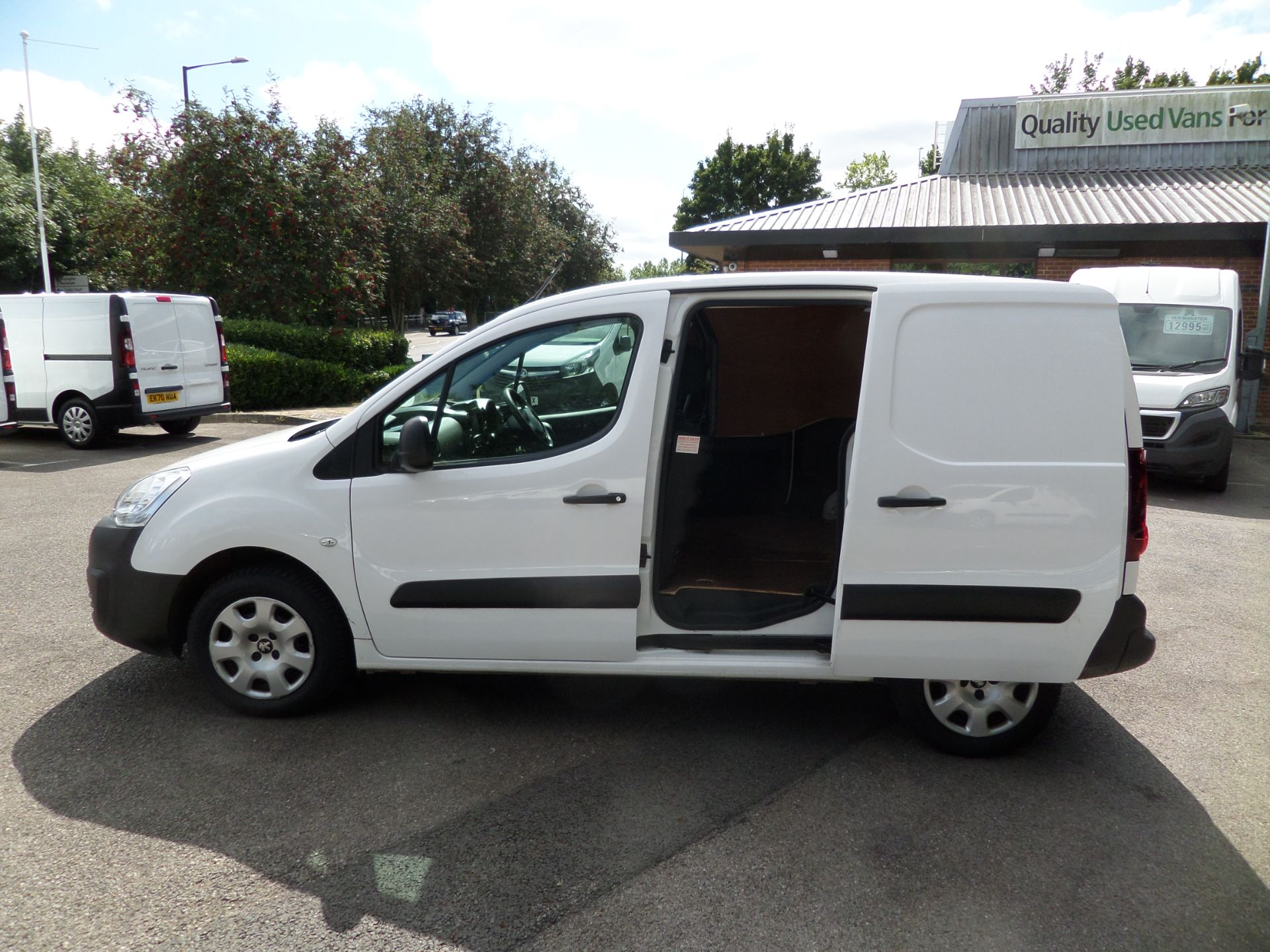 2018 Peugeot Partner 850 1.6 Bluehdi 100 Professional Van [Non Ss] Euro 6 (NV18FLK) Image 7