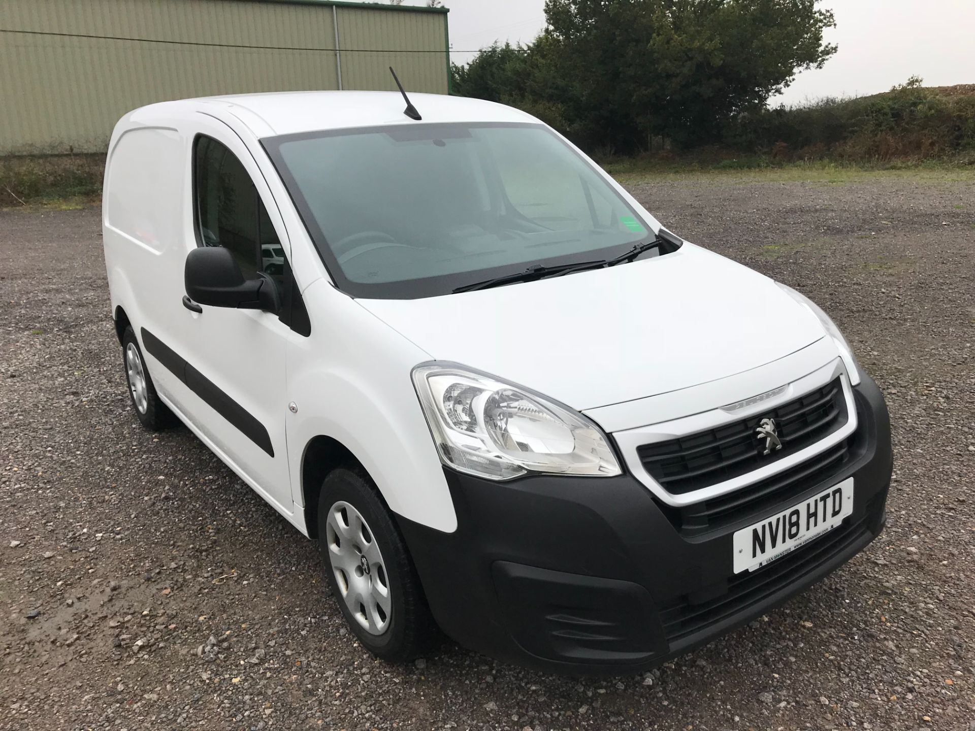 2018 Peugeot Partner 850 1.6 Bluehdi 100 Professional Van [Non Ss] *Restricted to 70 MPH* Euro 6 (NV18HTD) Image 1