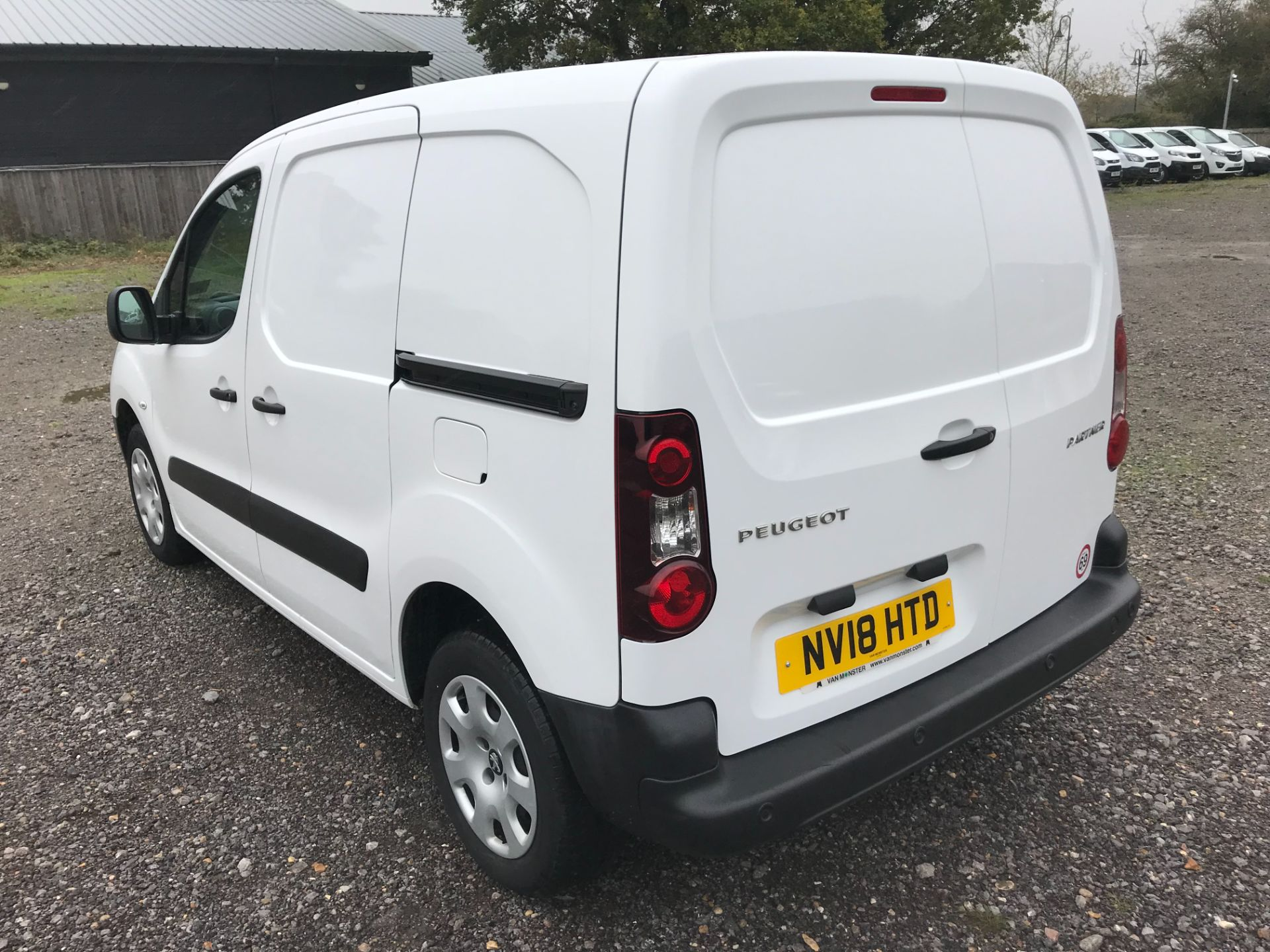 2018 Peugeot Partner 850 1.6 Bluehdi 100 Professional Van [Non Ss] *Restricted to 70 MPH* Euro 6 (NV18HTD) Image 6