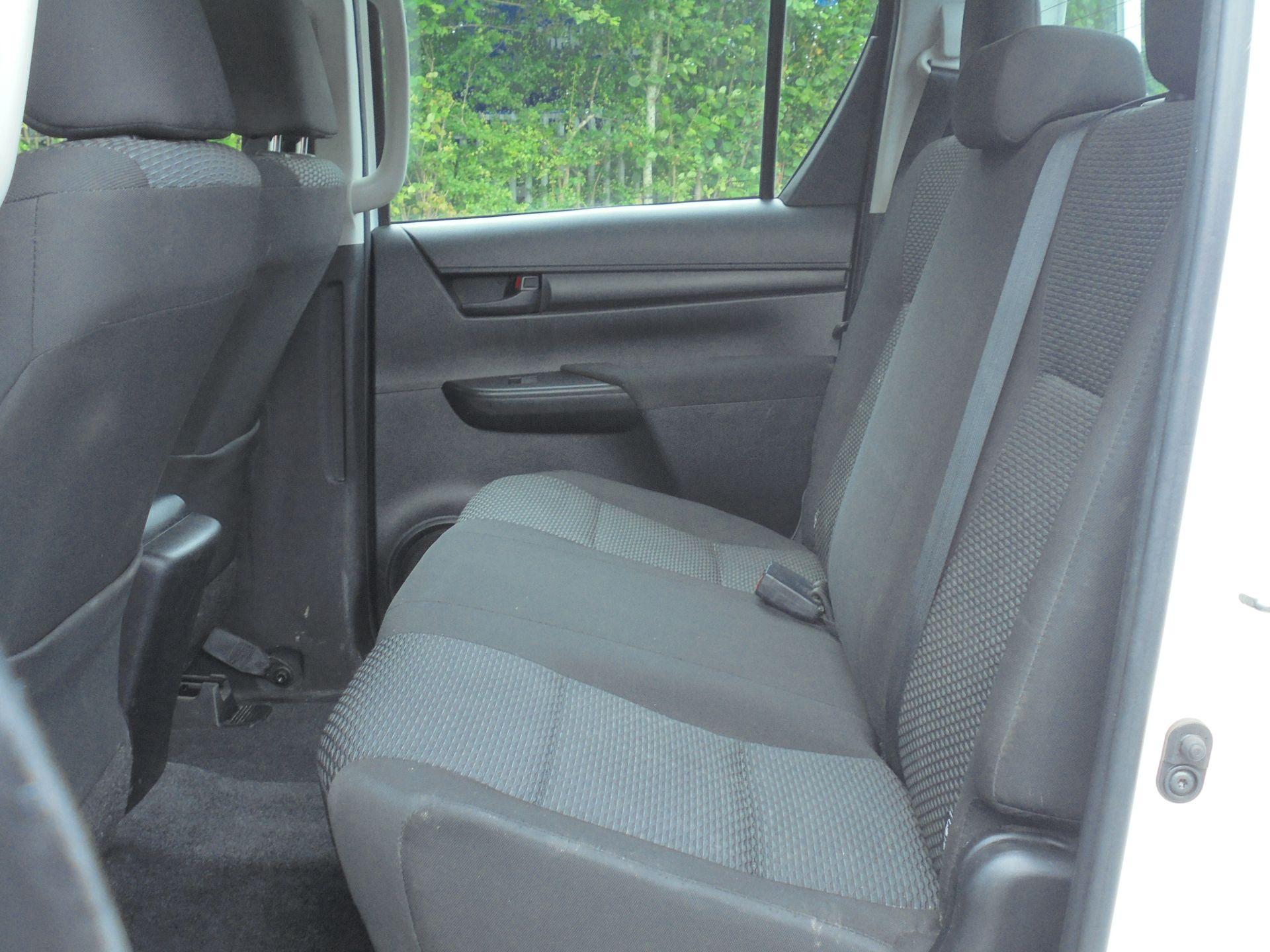 2018 Toyota Hilux Active D/Cab Pick Up 2.5 D-4D 4Wd 144 (NV18NTC) Image 6