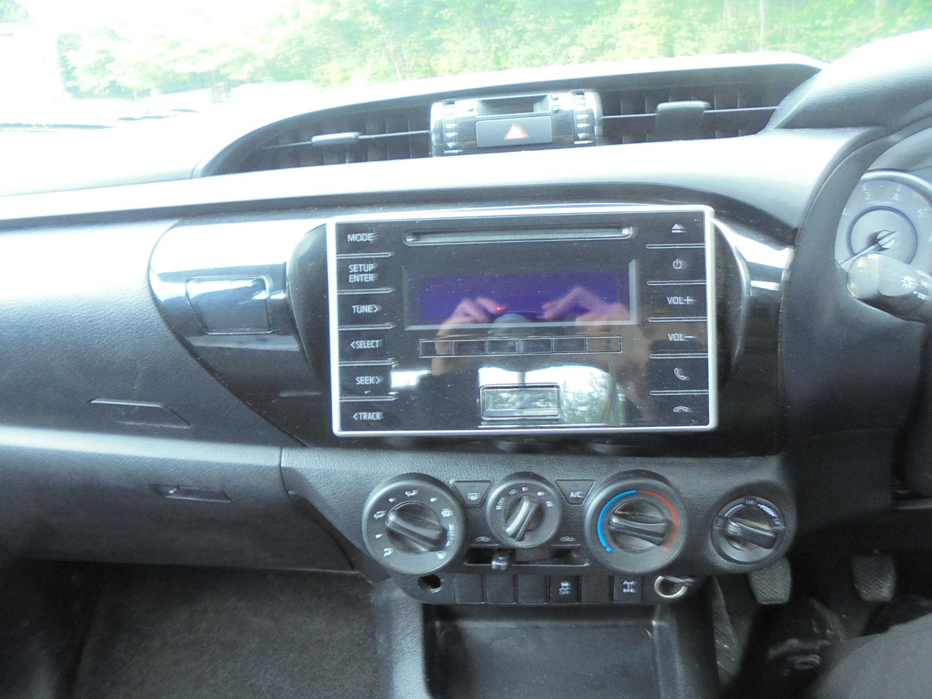 2018 Toyota Hilux Active D/Cab Pick Up 2.5 D-4D 4Wd 144 (NV18NTC) Image 14