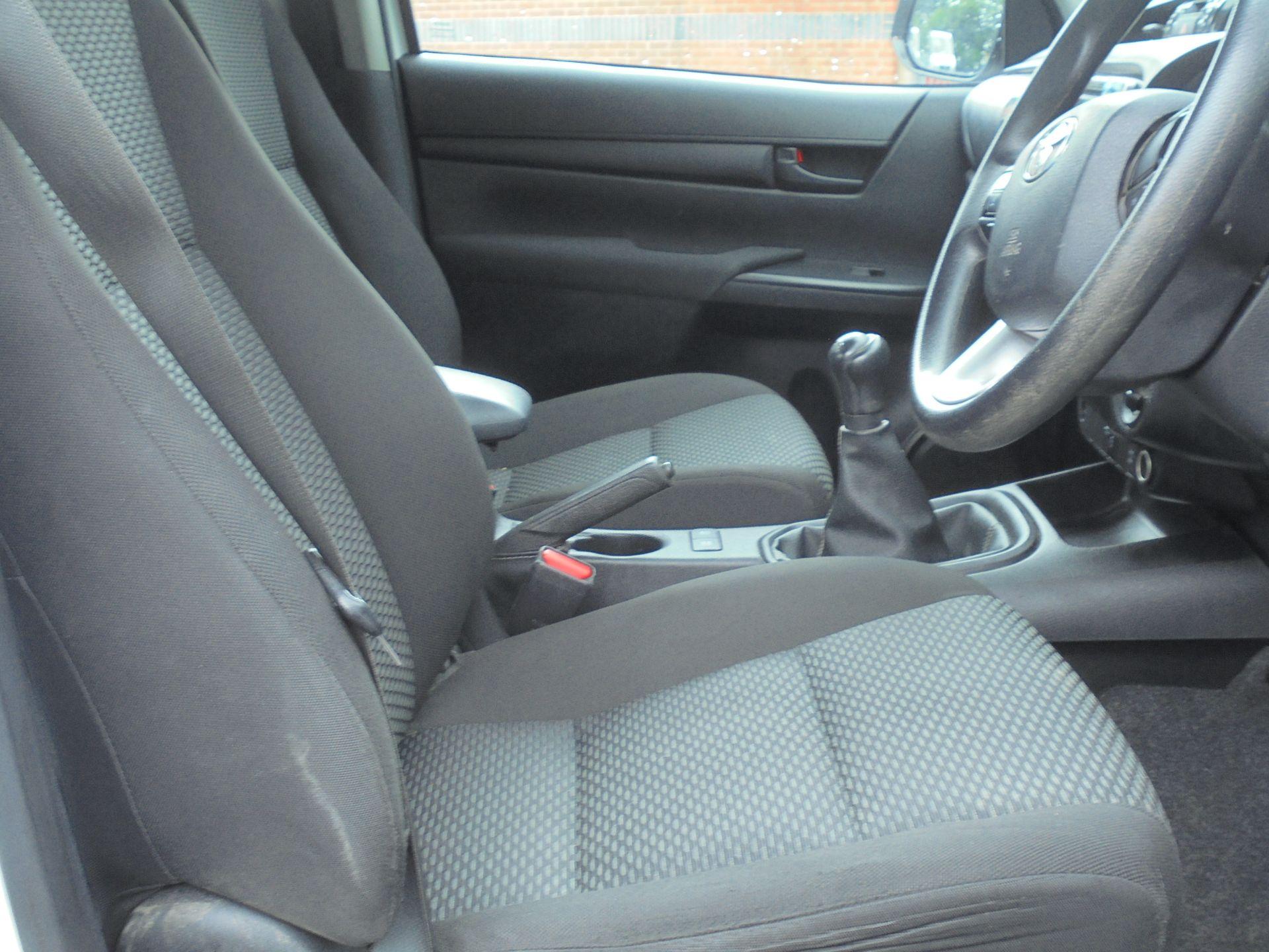 2018 Toyota Hilux Active D/Cab Pick Up 2.5 D-4D 4Wd 144 (NV18NTC) Image 12