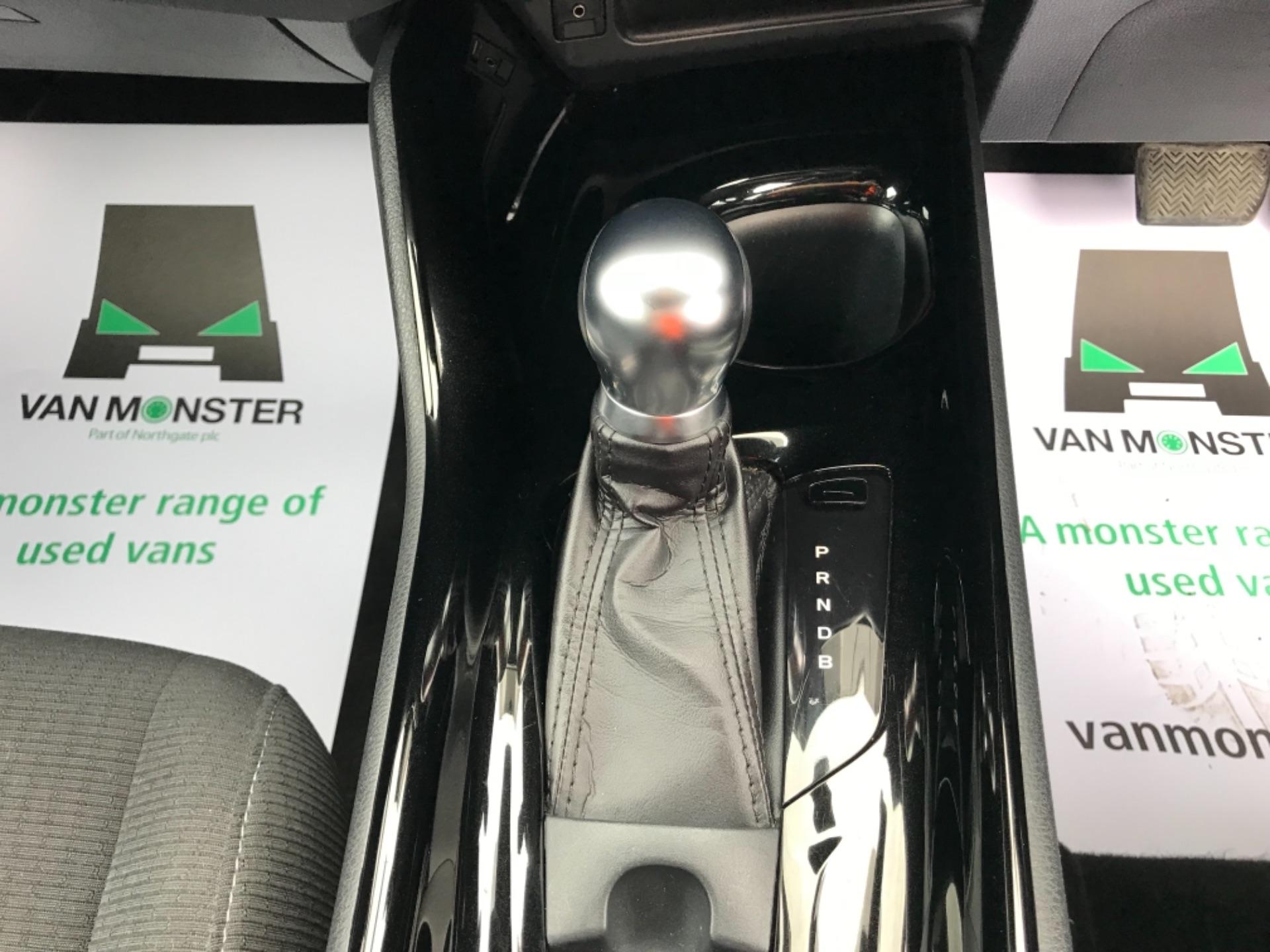 2018 Toyota C-Hr 1.8 Hybrid Dynamic 5Dr Cvt (NV18NVX) Image 32