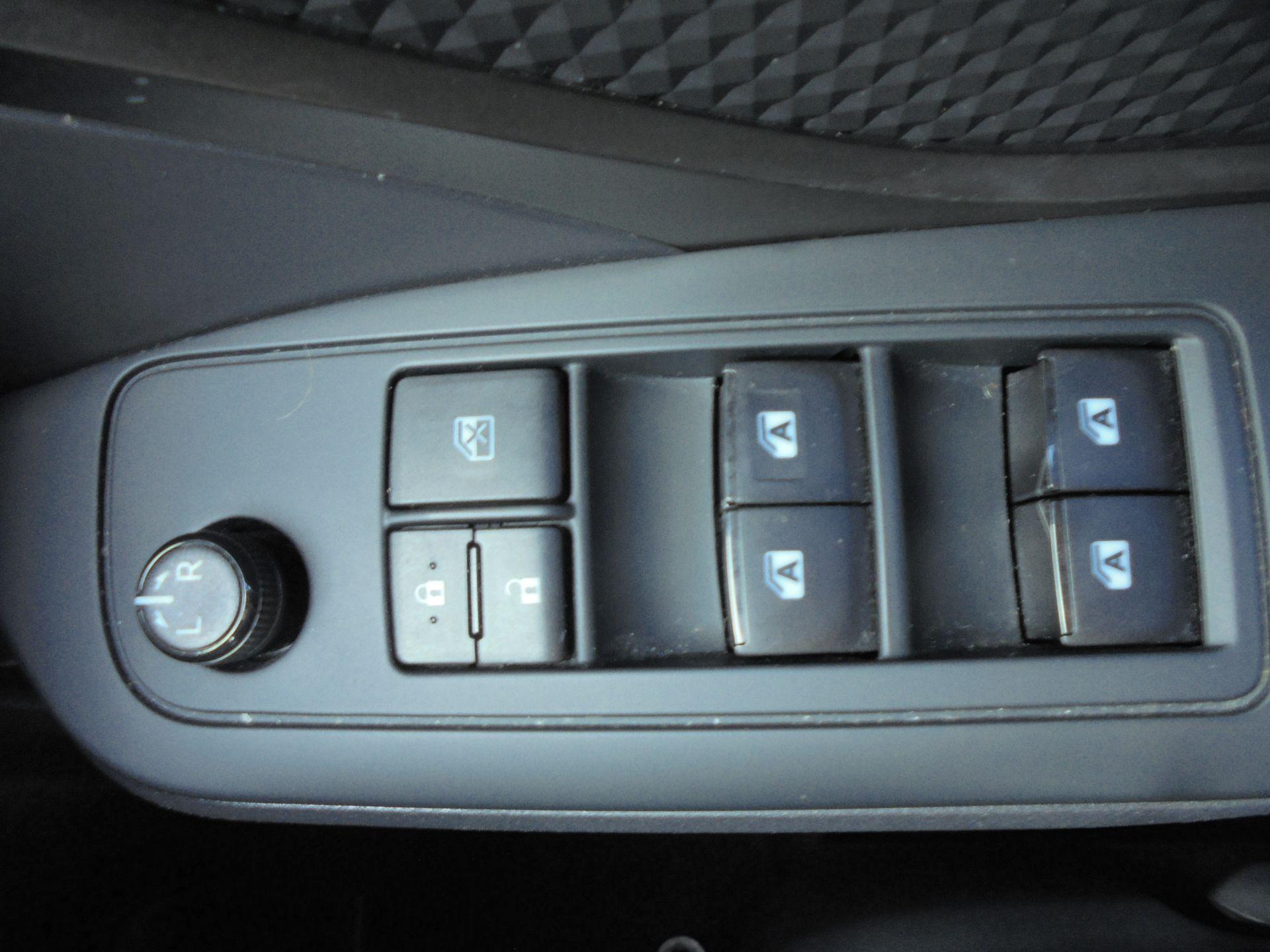 2018 Toyota C-Hr 1.8 Hybrid Icon 5Dr Cvt (NV18NWB) Image 19