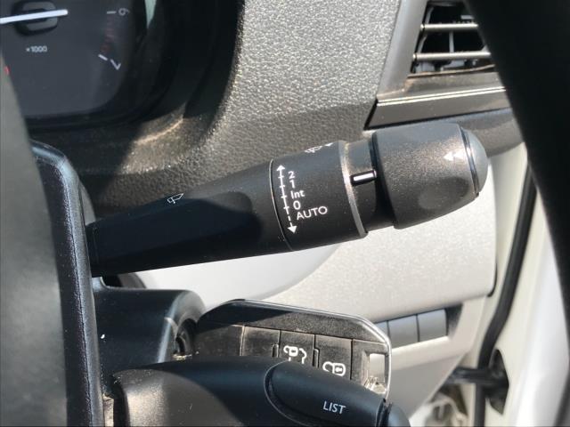 2018 Peugeot Expert 1000 1.6 Bluehdi 95 Professional Van Euro 6 *70mph speed limited* (NV18OAU) Image 17