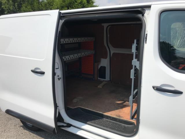 2018 Peugeot Expert 1000 1.6 Bluehdi 95 Professional Van Euro 6 *70mph speed limited* (NV18OAU) Image 38