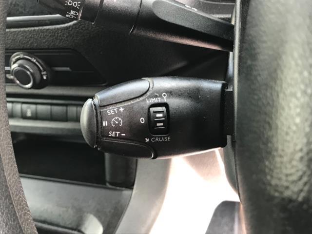 2018 Peugeot Expert 1000 1.6 Bluehdi 95 Professional Van Euro 6 *70mph speed limited* (NV18OAU) Image 16