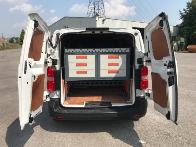2018 Peugeot Expert 1000 1.6 Bluehdi 95 Professional Van Euro 6 *70mph speed limited* (NV18OAU) Image 31
