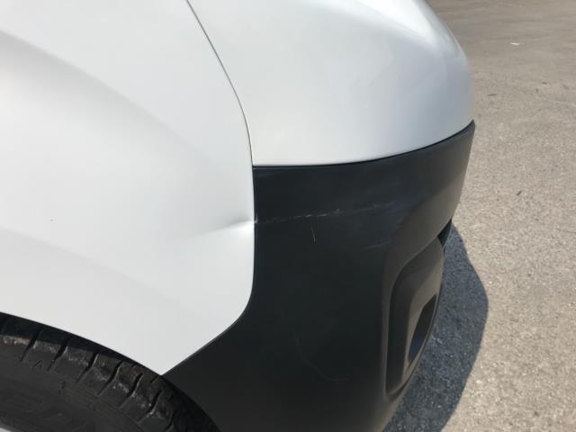 2018 Peugeot Expert 1000 1.6 Bluehdi 95 Professional Van Euro 6 *70mph speed limited* (NV18OAU) Image 42
