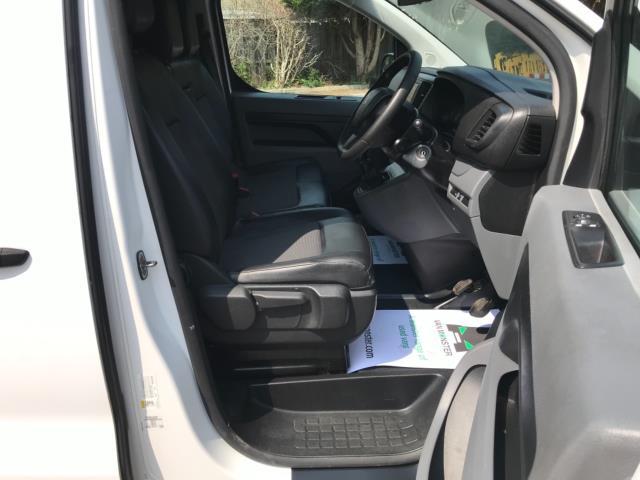 2018 Peugeot Expert 1000 1.6 Bluehdi 95 Professional Van Euro 6 *70mph speed limited* (NV18OAU) Image 12
