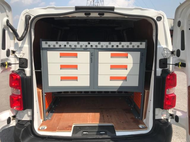 2018 Peugeot Expert 1000 1.6 Bluehdi 95 Professional Van Euro 6 *70mph speed limited* (NV18OAU) Image 32