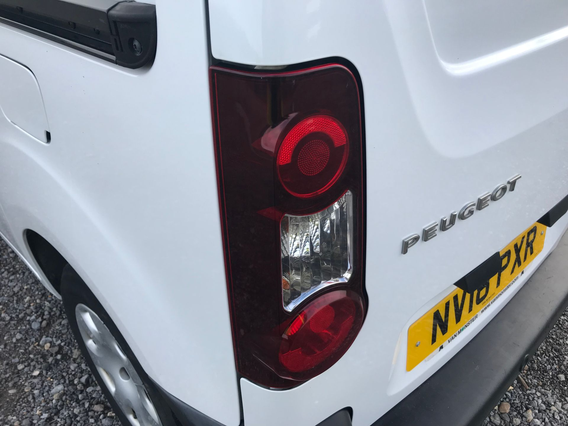 2018 Peugeot Partner 850 1.6 Bluehdi 100 Professional Van [Non Ss]*Restricted to 69MPH* (NV18PXR) Image 16