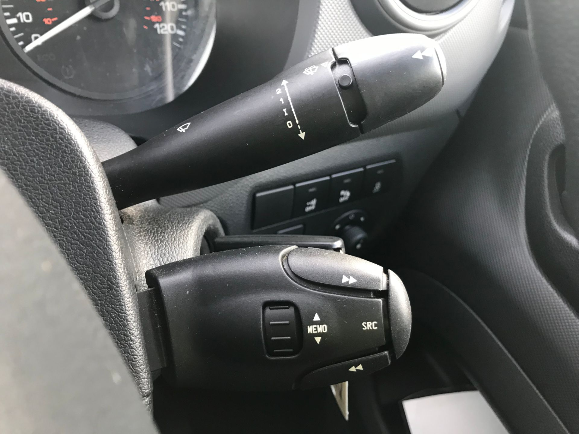 2018 Peugeot Partner 850 1.6 Bluehdi 100 Professional Van [Non Ss]*Restricted to 69MPH* (NV18PXR) Image 32