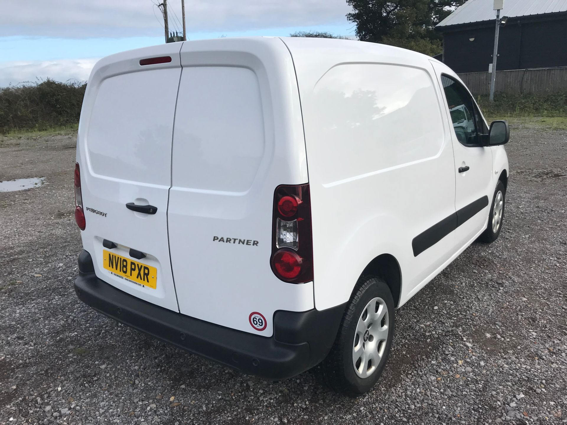 2018 Peugeot Partner 850 1.6 Bluehdi 100 Professional Van [Non Ss]*Restricted to 69MPH* (NV18PXR) Image 4