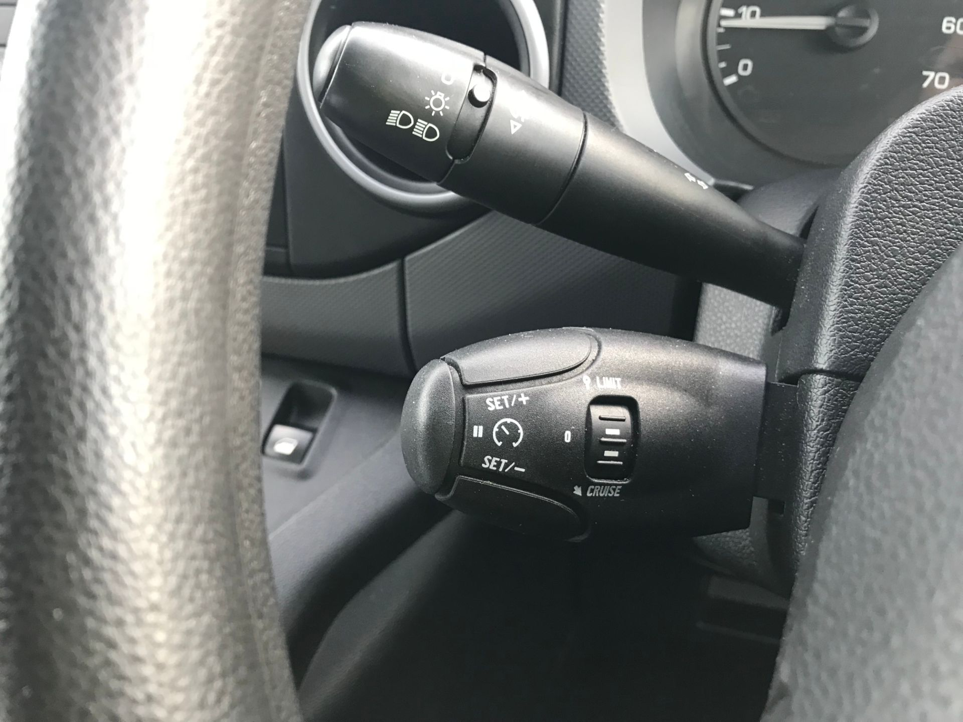2018 Peugeot Partner 850 1.6 Bluehdi 100 Professional Van [Non Ss]*Restricted to 69MPH* (NV18PXR) Image 31