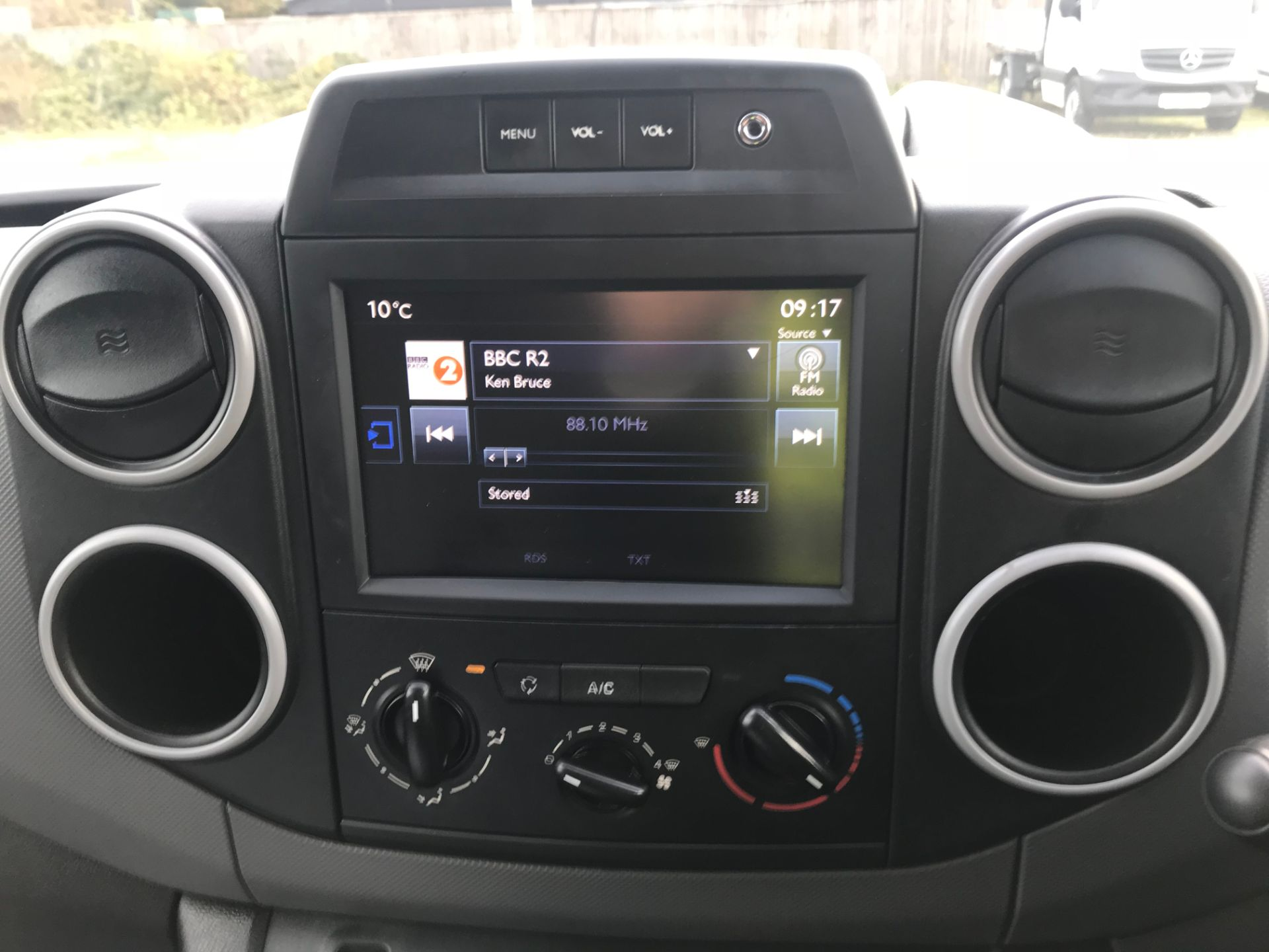 2018 Peugeot Partner 850 1.6 Bluehdi 100 Professional Van [Non Ss]*Restricted to 69MPH* (NV18PXR) Image 28