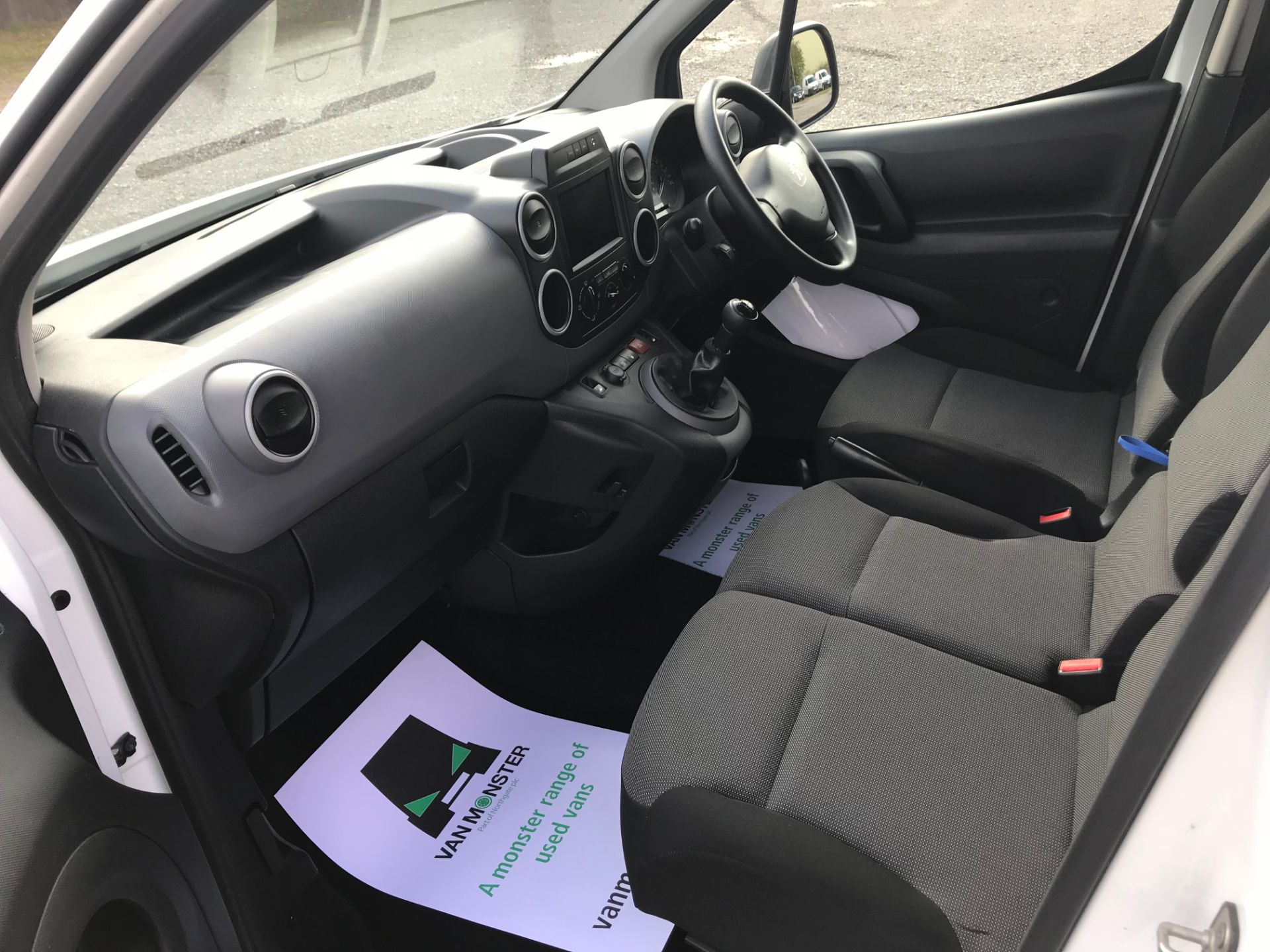 2018 Peugeot Partner 850 1.6 Bluehdi 100 Professional Van [Non Ss]*Restricted to 69MPH* (NV18PXR) Image 22