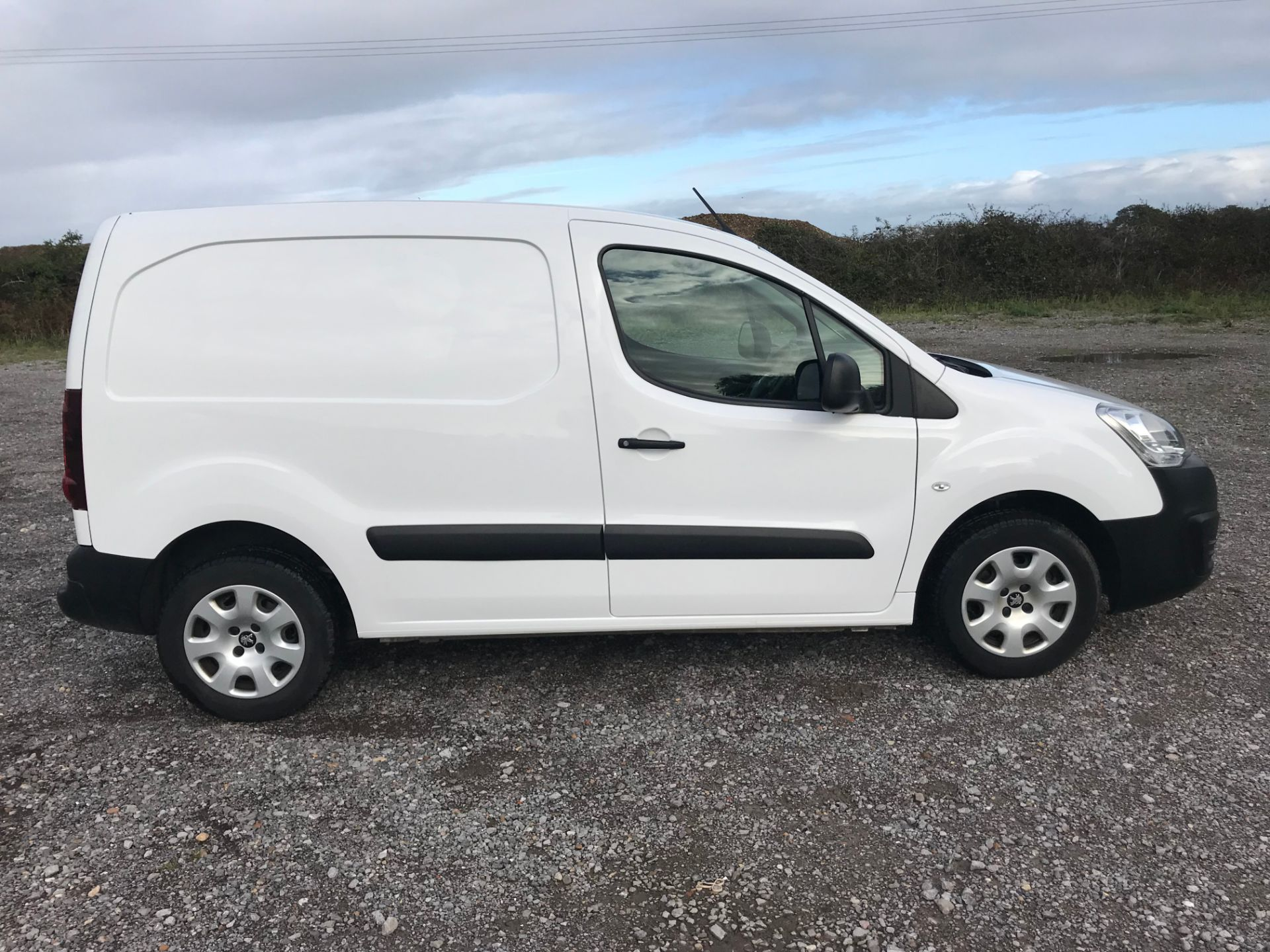 2018 Peugeot Partner 850 1.6 Bluehdi 100 Professional Van [Non Ss]*Restricted to 69MPH* (NV18PXR) Image 9
