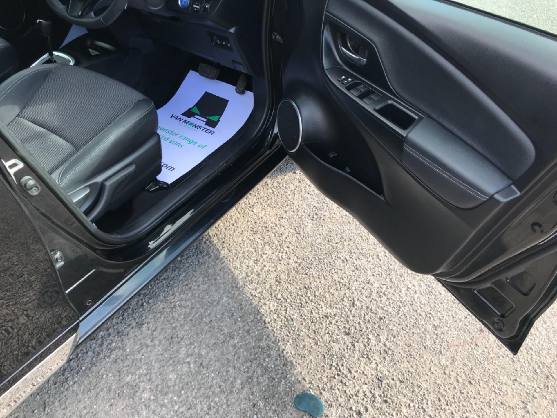 2018 Toyota Yaris 1.5 Hybrid Excel 5Dr Cvt (NV18UZP) Image 13