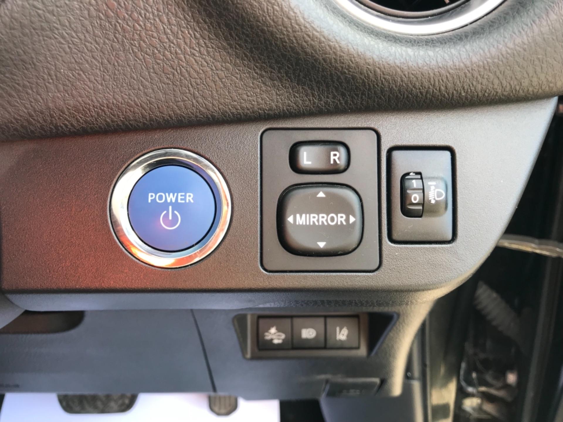 2018 Toyota Yaris 1.5 Hybrid Excel 5Dr Cvt (NV18UZP) Image 20