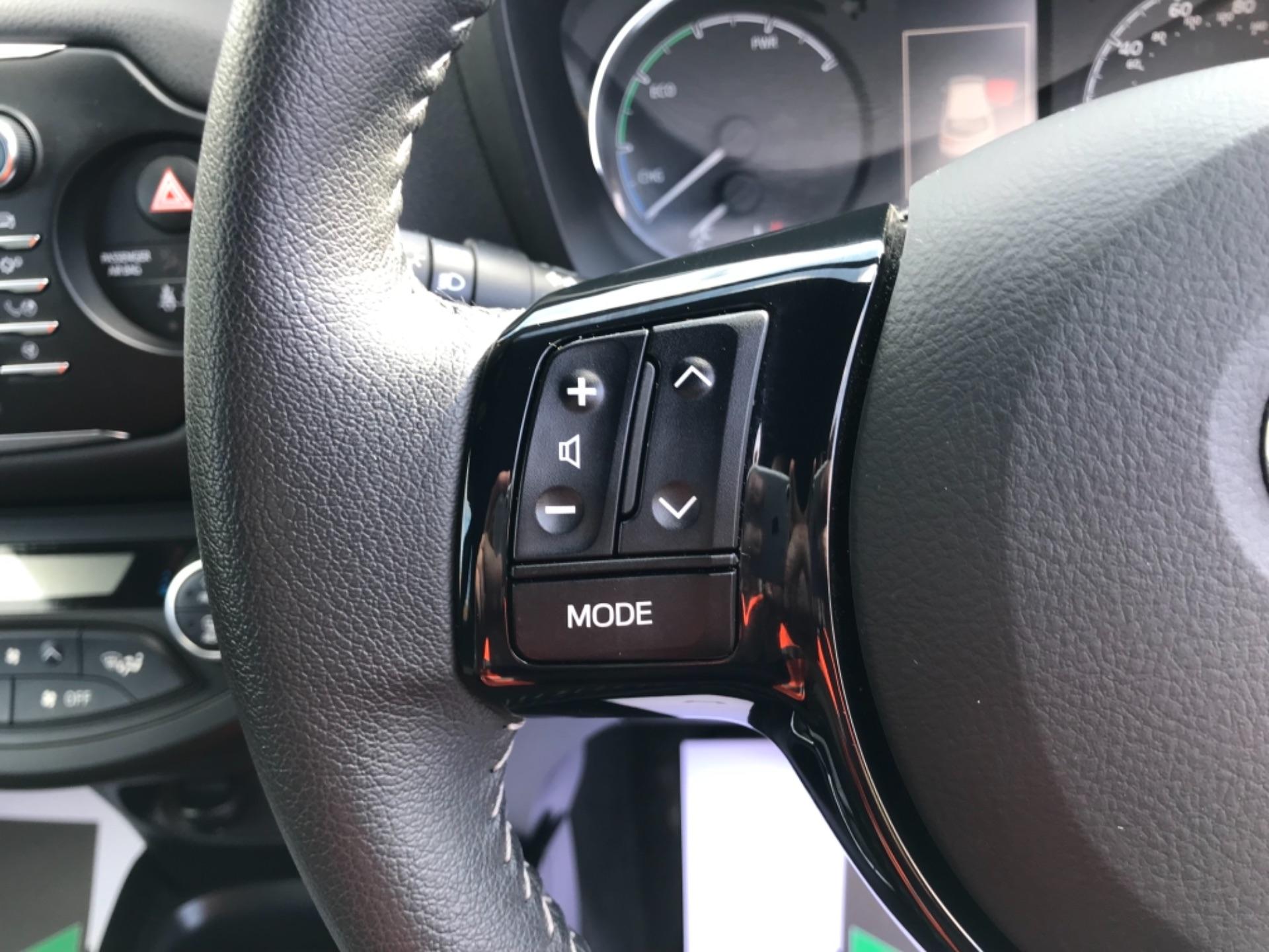 2018 Toyota Yaris 1.5 Hybrid Excel 5Dr Cvt (NV18UZP) Image 17