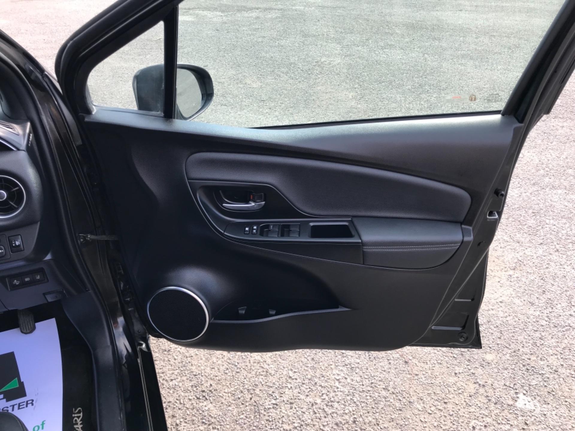 2018 Toyota Yaris 1.5 Hybrid Excel 5Dr Cvt (NV18UZP) Image 14