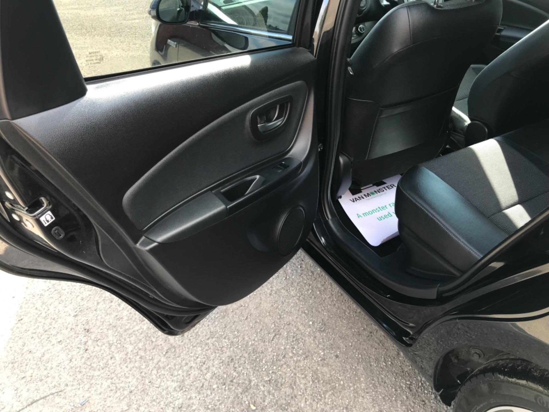 2018 Toyota Yaris 1.5 Hybrid Excel 5Dr Cvt (NV18UZP) Image 42