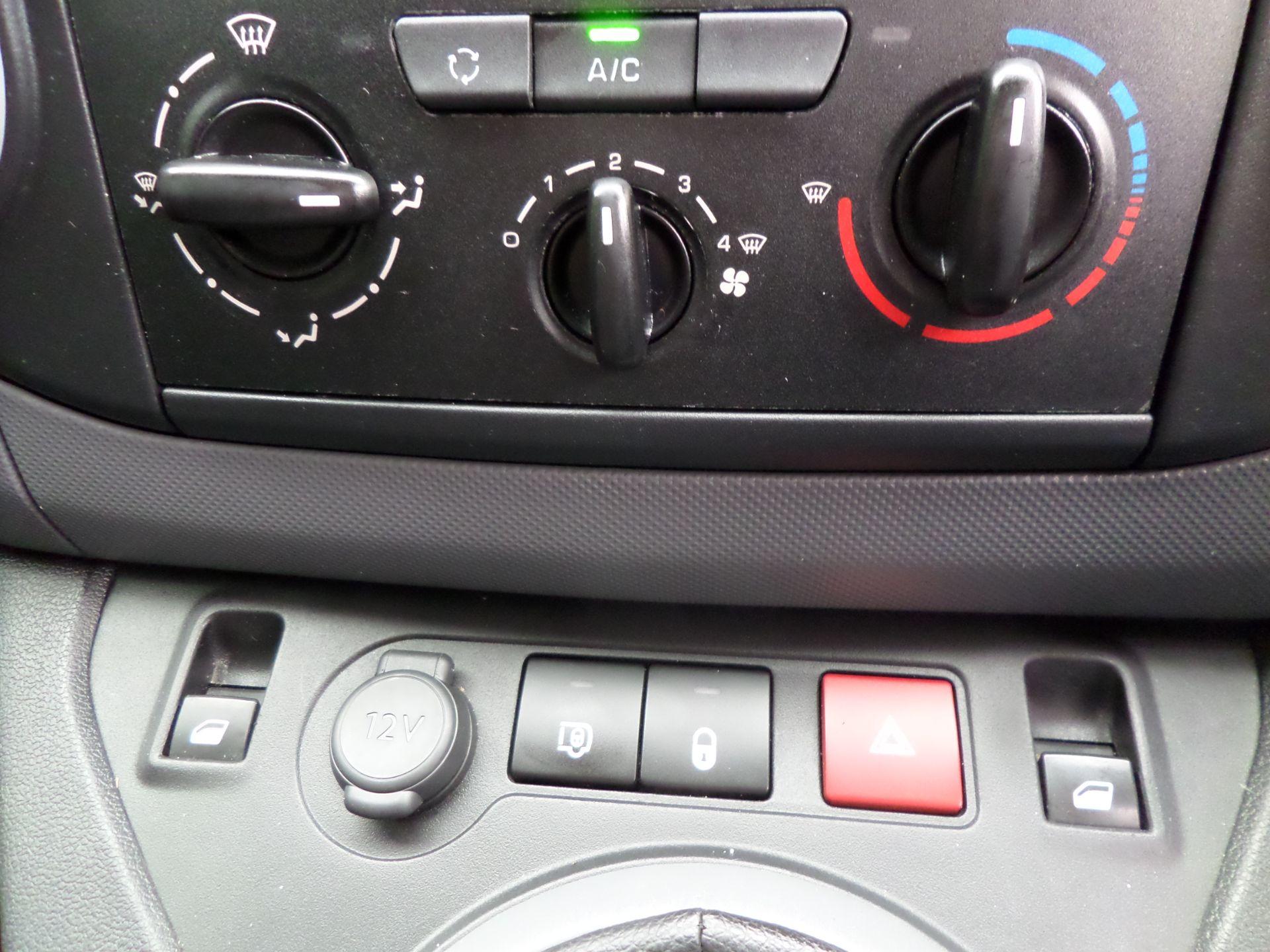 2018 Peugeot Partner 850 1.6 Bluehdi 100 Professional Van [Non Ss] Euro 6 (NV18ZBY) Image 14