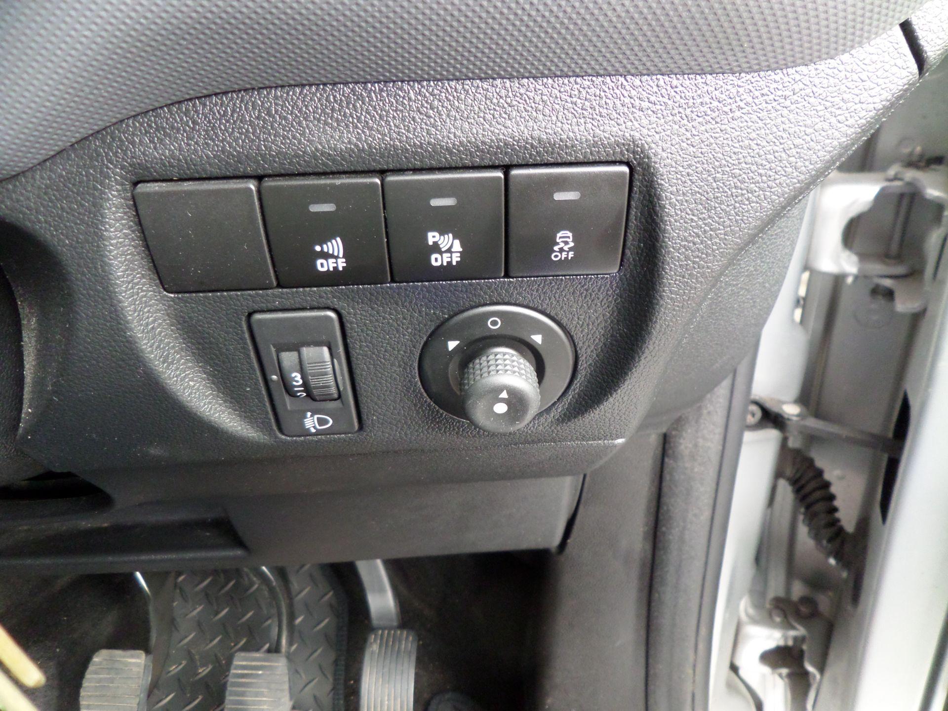 2018 Peugeot Partner 850 1.6 Bluehdi 100 Professional Van [Non Ss] Euro 6 (NV18ZBY) Image 17