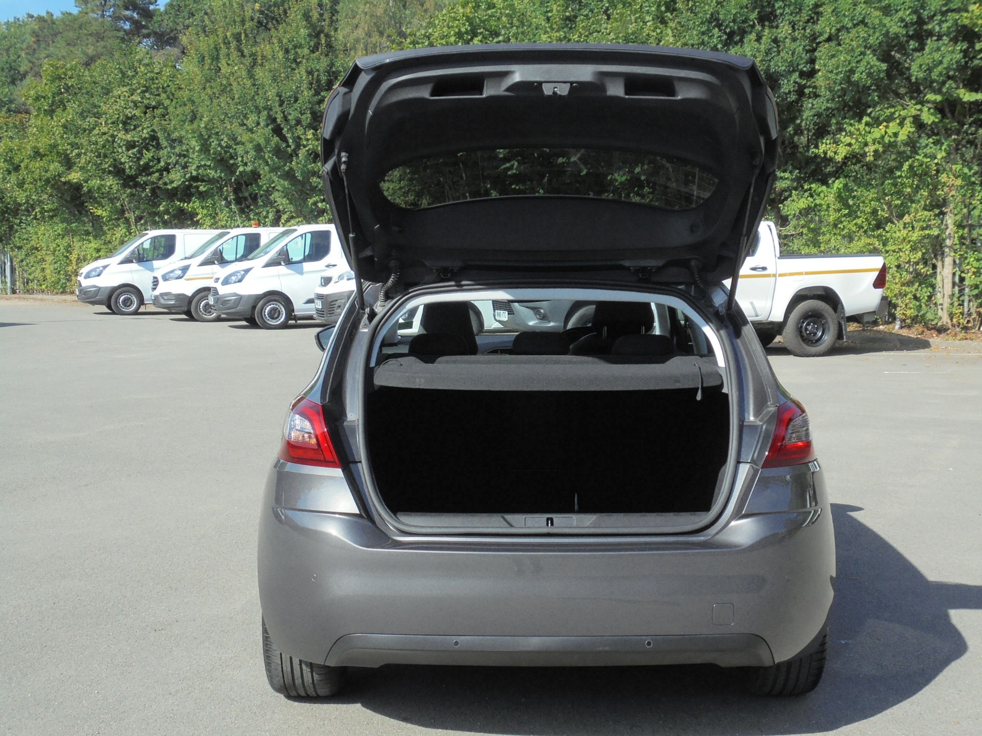 2018 Peugeot 308 1.5 Bluehdi 130 Allure 5Dr (NV18ZWP) Image 8