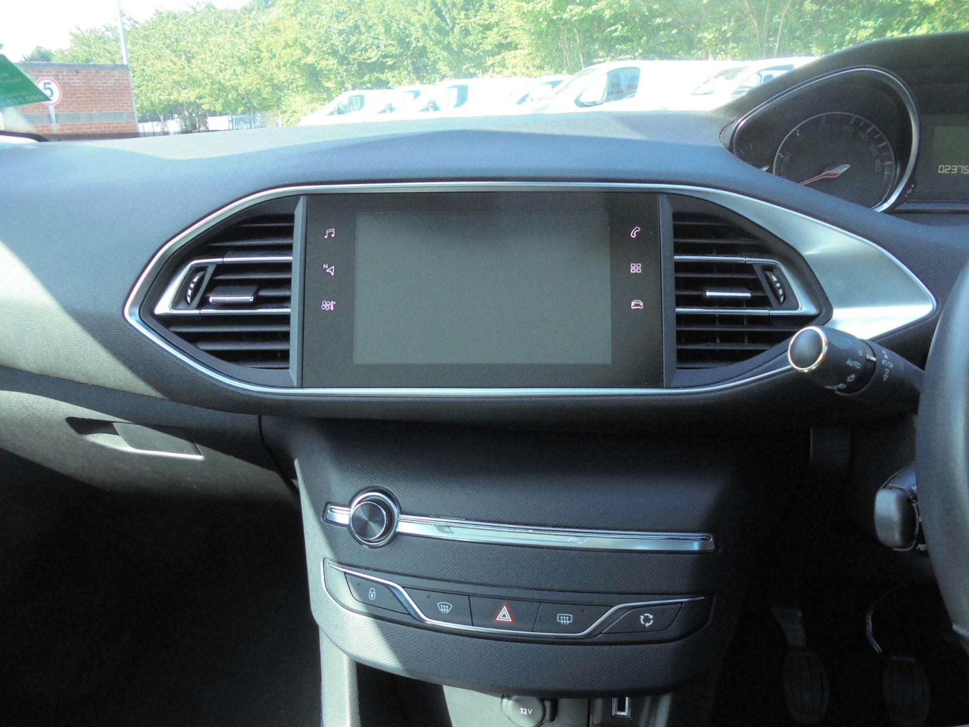 2018 Peugeot 308 1.5 Bluehdi 130 Allure 5Dr (NV18ZWP) Image 14