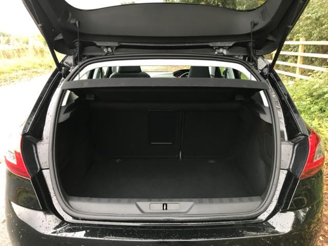 2018 Peugeot 308 1.5 Bluehdi 130 Allure 5Dr (NV18ZWY) Image 19