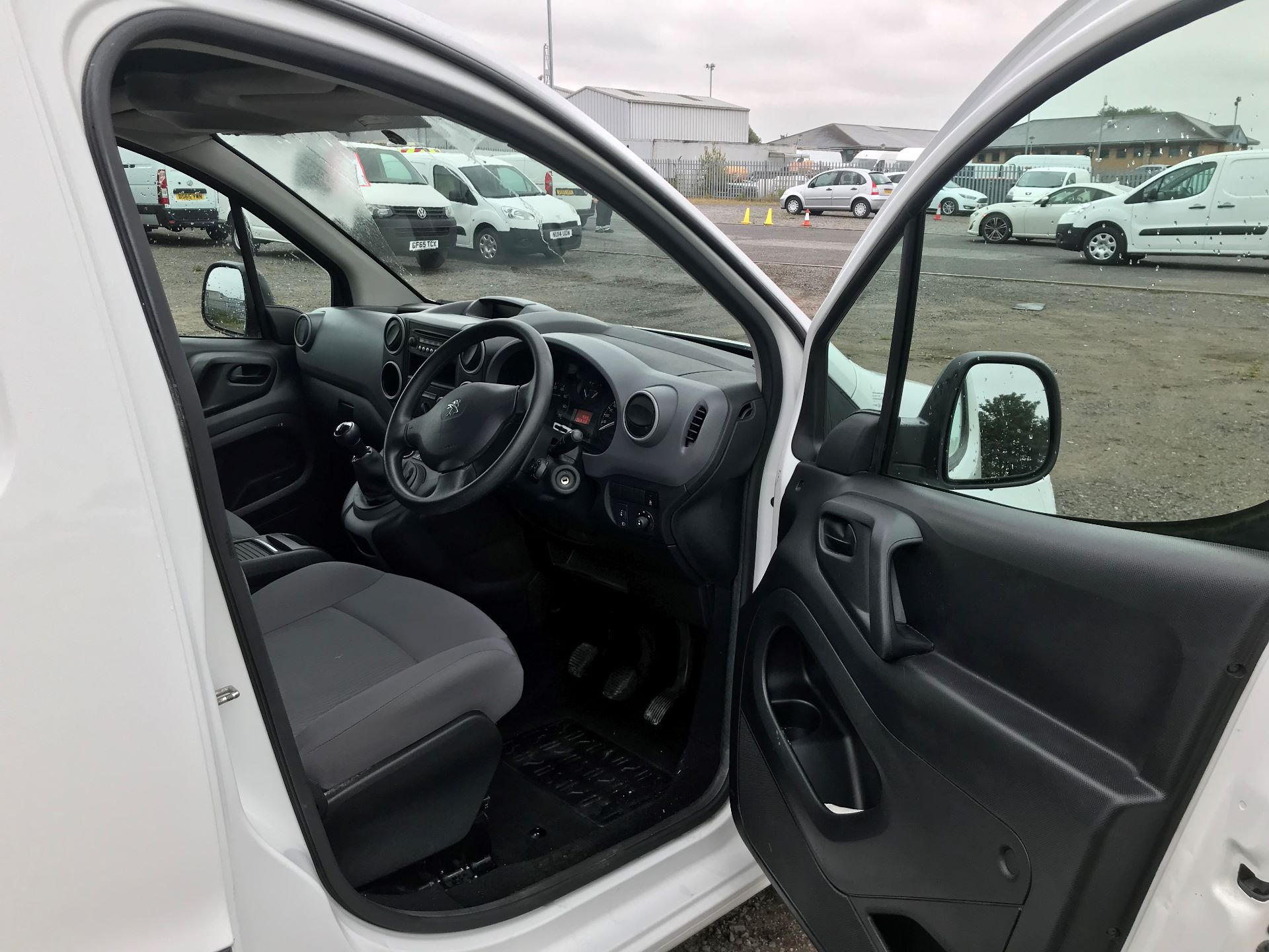 2015 Peugeot Partner 850 S 1.6 Hdi 92 Van [Sld] (NV64VXA) Image 12