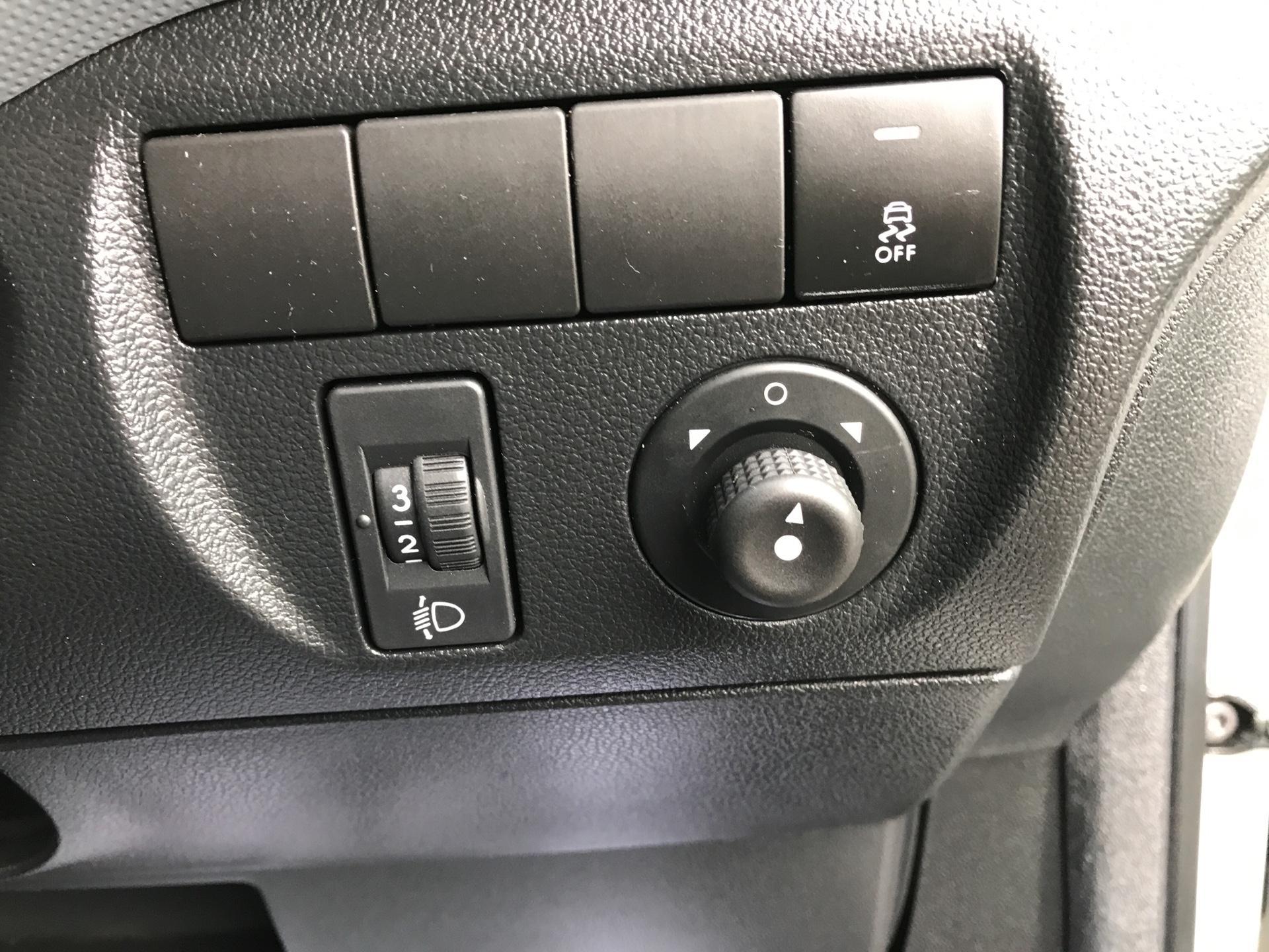2015 Peugeot Partner L1 850 S 1.6 92PS (SLD) EURO 5 (NV64YGK) Image 17
