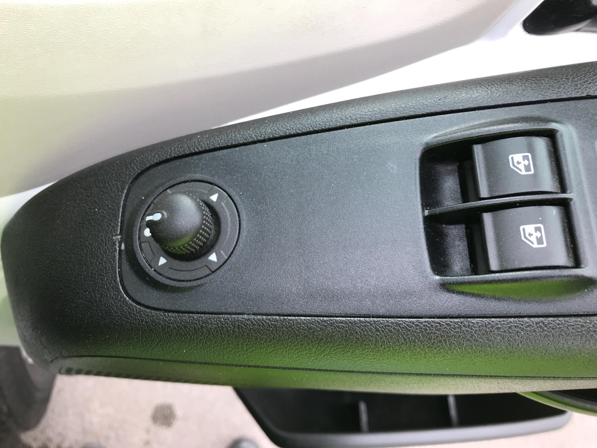 2016 Peugeot Boxer 2.2 Hdi H2 Van 130Ps (NV65YEK) Image 15
