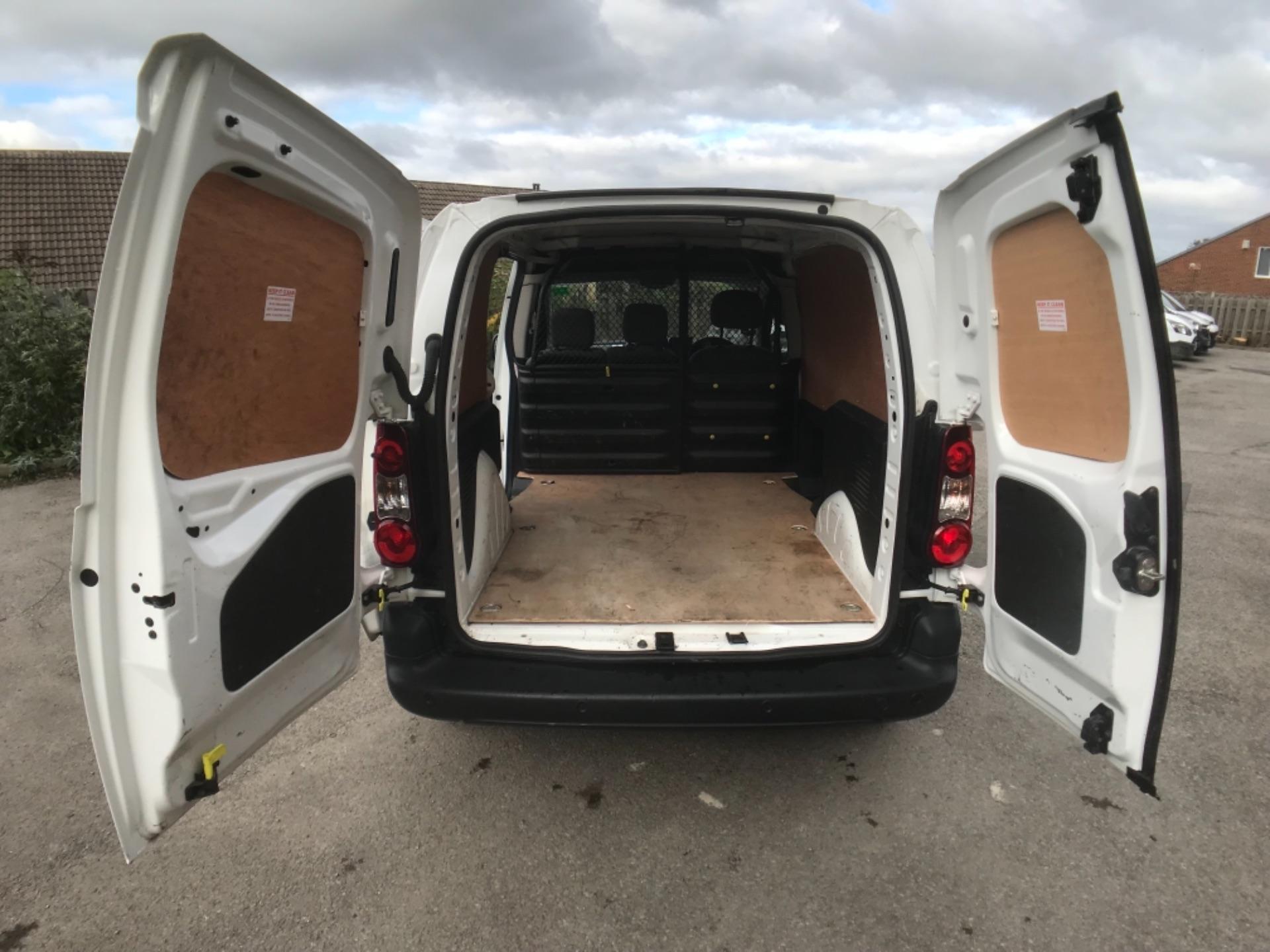 2016 Peugeot Partner 850 1.6 Bluehdi 100 Professional Van Euro 6 (NV66AAX) Image 21