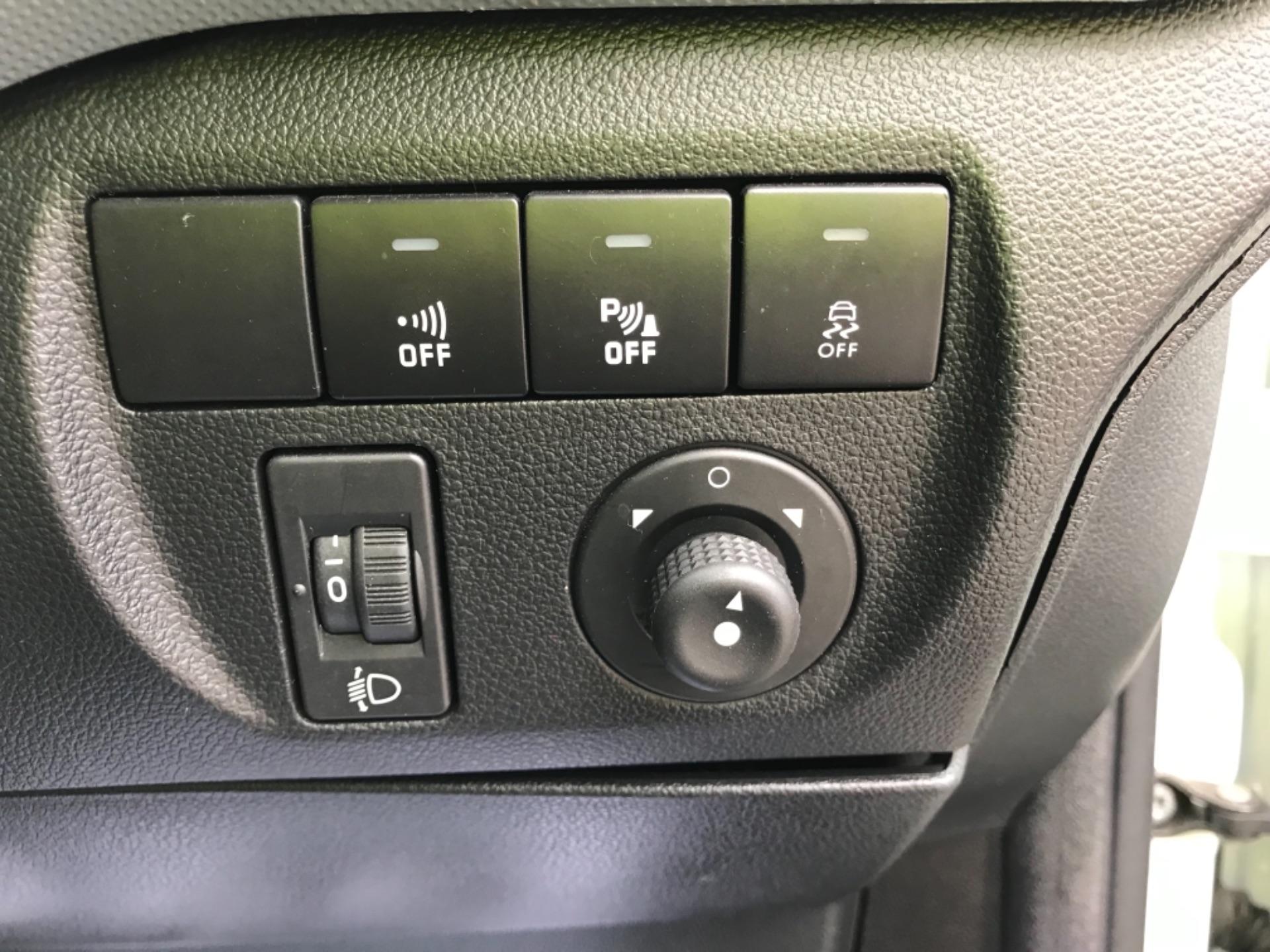 2016 Peugeot Partner 850 1.6 Bluehdi 100 Professional Van Euro 6 (NV66AAX) Image 17