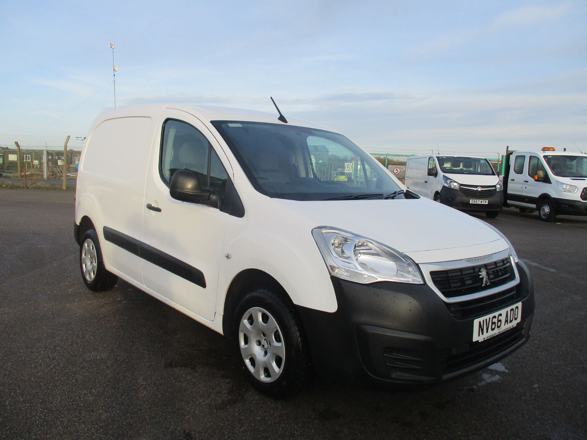 2016 Peugeot Partner L1 850 1.6 BLUE HDI 100 PROFESSIONAL EURO 6. AIR CON. 3 SEATER (NV66ADO) Image 1