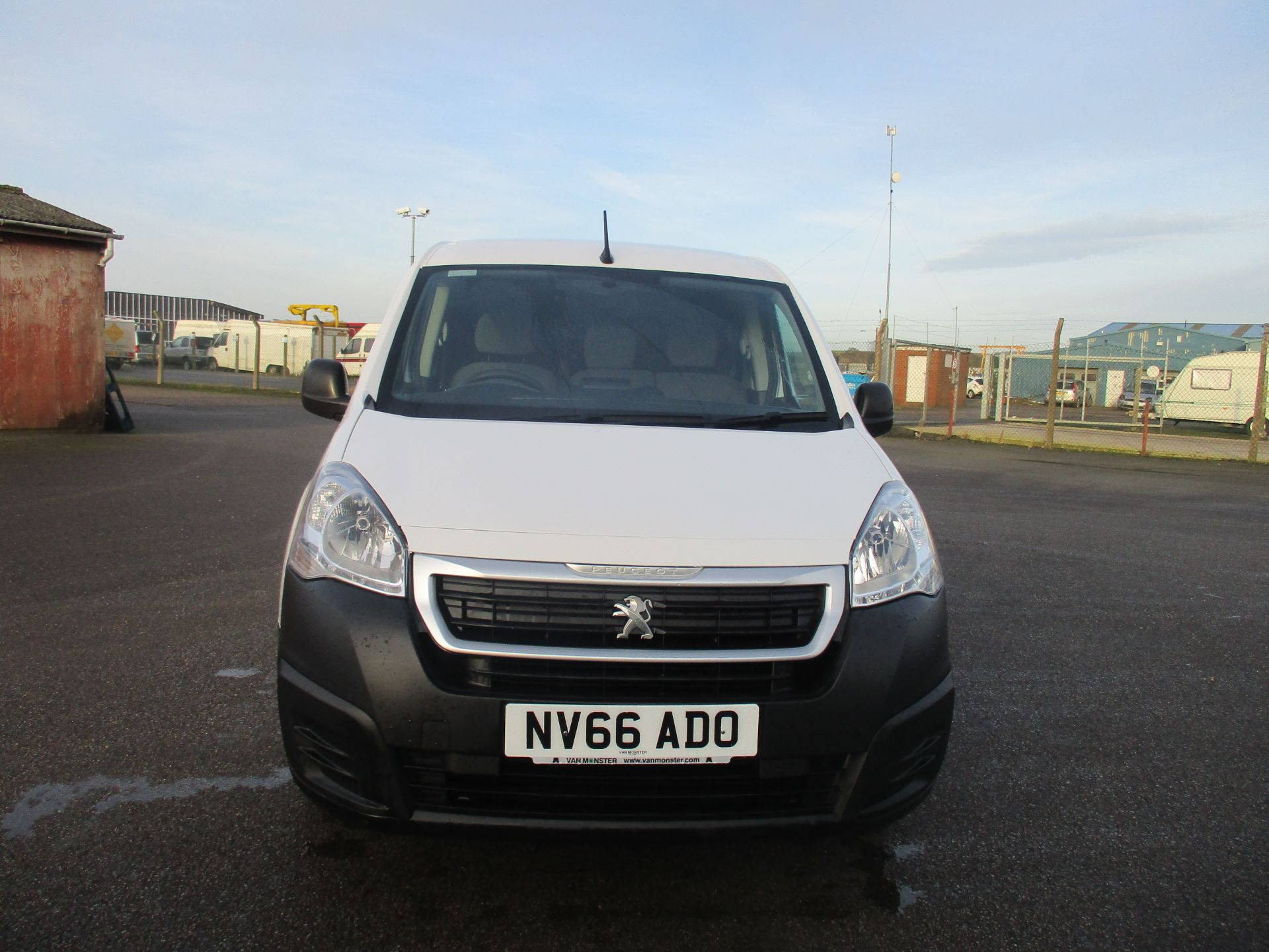 2016 Peugeot Partner L1 850 1.6 BLUE HDI 100 PROFESSIONAL EURO 6. AIR CON. 3 SEATER (NV66ADO) Image 2
