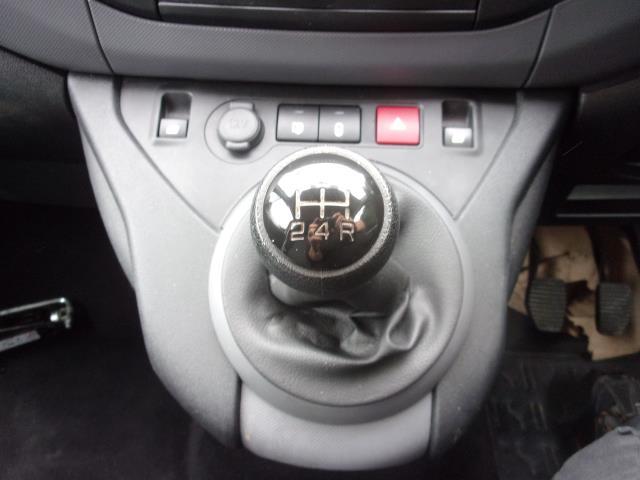 2016 Peugeot Partner L1 850 S 1.6 BLUEHDI 100PS (NON S/S) VAN EURO 6 (NV66EKF) Image 4