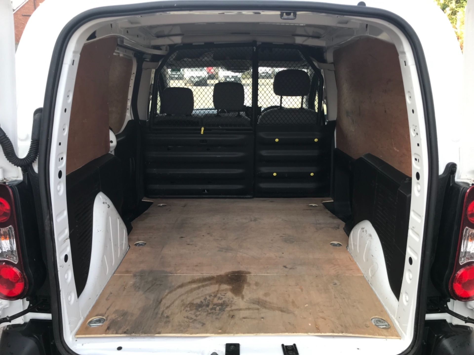 2016 Peugeot Partner 850 1.6 Bluehdi 100 Professional Van EURO 6 (NV66KZN) Image 25